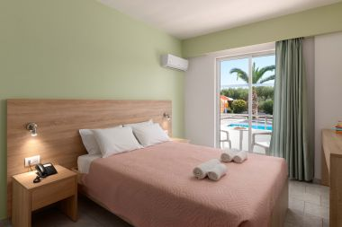 Standard Twin / Double Room, Pool Side, double bed