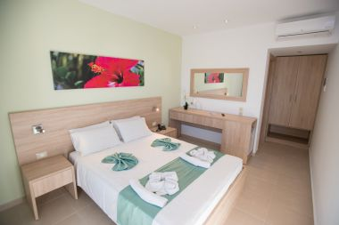 Superior Double Room Pool View, double bed other view