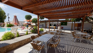 Pool Bar Terrace 1