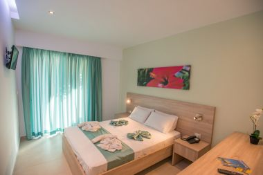 Superior Double Room Pool View, double bed