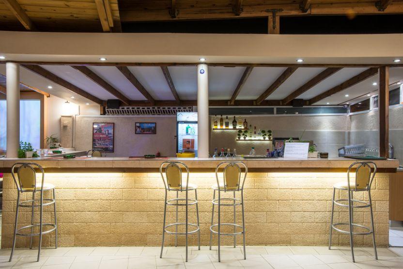 Meliton Bar food and beverage